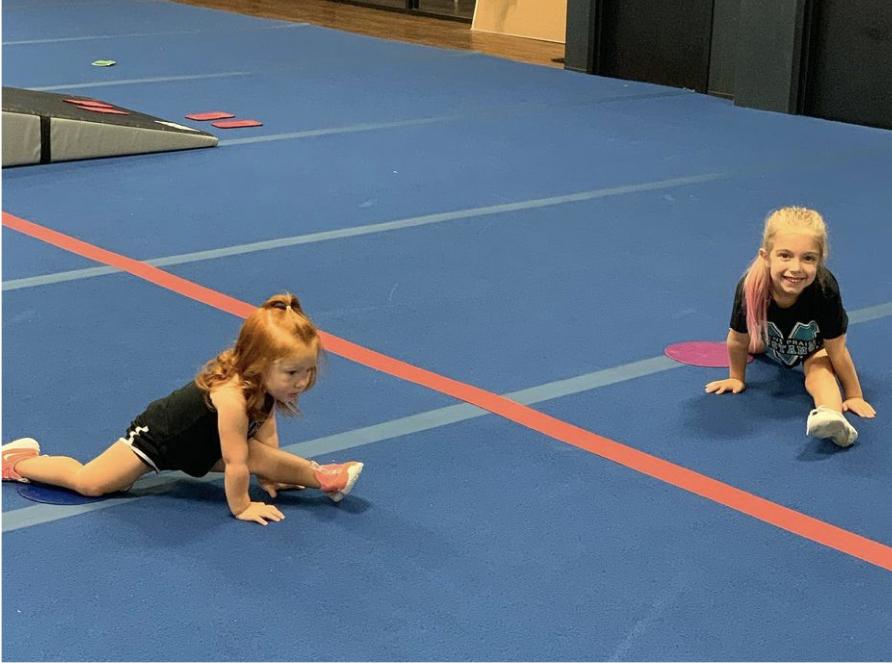 young cheerleaders doing the splits